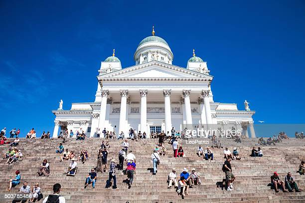 helsinki cathedral in city cente - helsinki stockfoto's en -beelden