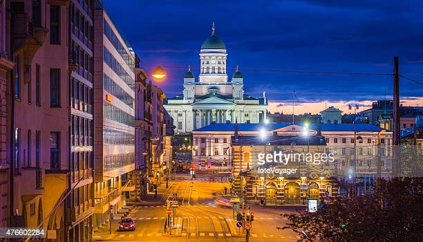 helsinki cathedral overlooking market square at sunset panorama finland - helsinki stockfoto's en -beelden
