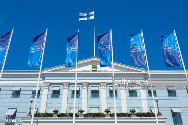 helsingfors stadshus - finsk flagga bildbanksfoton och bilder
