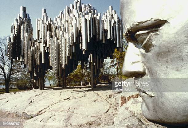 das nach einem Entwurf der Bildhauerin Eila Hiltunen erschaffene dem finnischen Komponisten Jean Sibelius gewidmete Denkmal Das am Sibeliusplatz...
