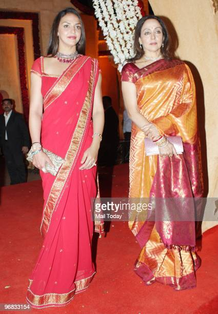 Hema Malini with Esha at the wedding reception of Saurabh Dhoot son of Pradeep Dhoot of Videocon group in Mumbai on February 16 2010