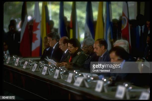W Hemisphere ldrs summit fr RArgentina's Menem Mexico's Salinas unident Nicaragua's Ortega Venezuela's Perez Canada's Mulroney