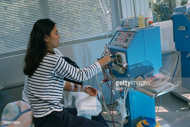 Hemodialysis Of A Woman Manhes Clinic In The French Department Of Esonne AutoDialysis