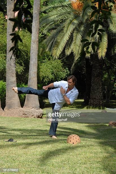 Hendrik Duryn neben den Dreharbeiten zur ZDFReihe Kreuzfahrt ins Glück Folge Nr 9 Marokko Villa Bled Targui Marrakesch Marokko Nordafrika Afrika...