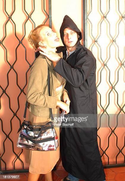Hendrik Duryn würgt EvaMaria Grein Dreharbeiten zur ZDFReihe Kreuzfahrt ins Glück Folge Nr 9 Marokko Villa Bled Targui Marrakesch Marokko Nordafrika...