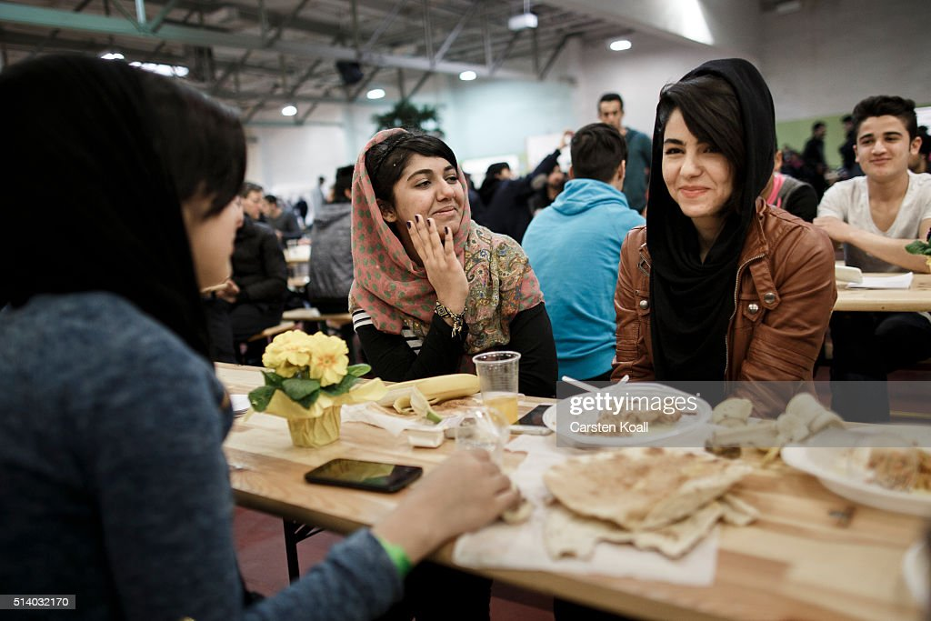 Berliner Stadtmission Charity Celebrates 139th Anniversary With Refugees At Shelter : News Photo