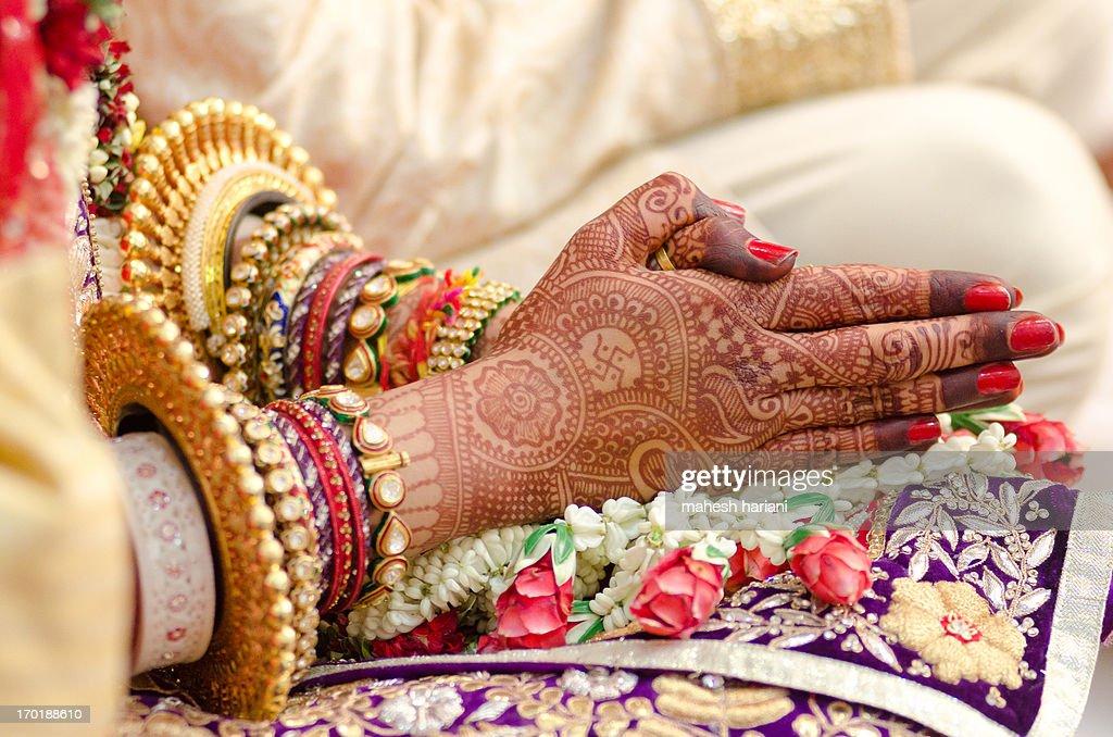 Henna and bridal jewelry, wedding, India : Stock Photo