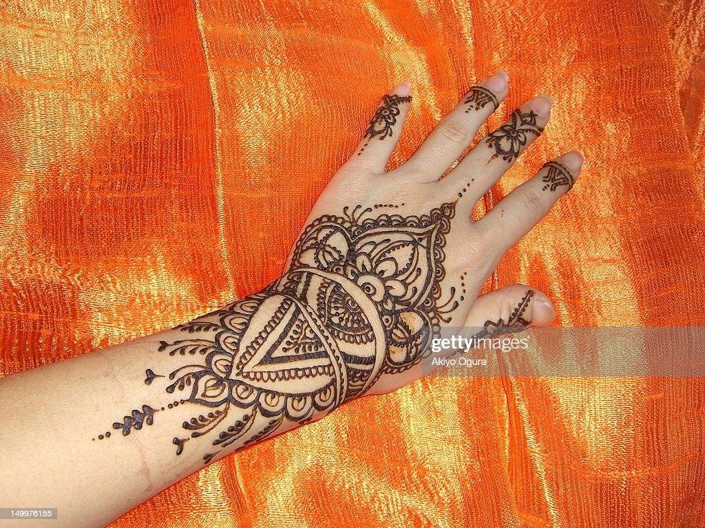Henna cuff design : Stock Photo