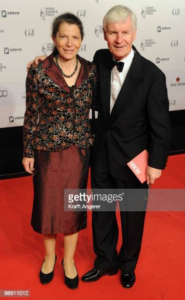 Henning Voscherau and his wife attend the HenriNannenAward at the Schauspielhaus on May 7 2010 in Hamburg Germany