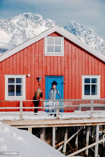 henningsvaer in lofoten islands, norway - turismo ecológico fotografías e imágenes de stock