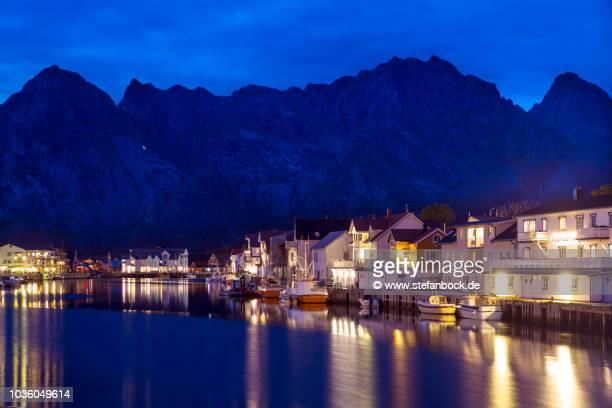 henningsvær lofoten at dawn - reise stock pictures, royalty-free photos & images