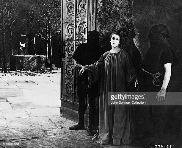 Henny Porten as Anne Boleyn second wife of Henry VIII with her executioners in the 1920 silent film Anne Boleyn