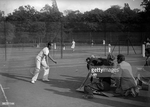 Henri Cochet, French tennisman. Shootings for a movie on tennis. Paris, 1943. LAP-17667.