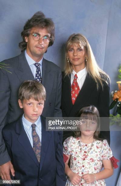 Henri Leconte avec ses enfants Maxime et kelly ainsi que sa compagne au tournoi de tennis de Roland Garros le 3 juin 1994 Paris France