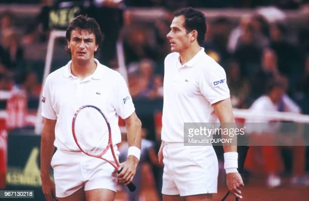 Henri Leconte et Guy Forget lors des quarts de finale de la Coupe Davis contre la Suisse le 29 mars 1992 à Nîmes France