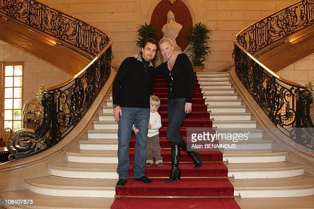 Henri Leconte presenting himself in Levallois for the list of Levallois Patrick Balkany and his wife Isabelle is supported by his wife and his son...