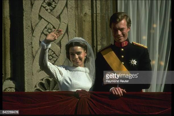 Henri of Luxembourg weds Maria Teresa Mestre.