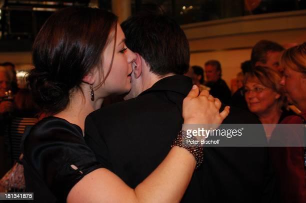 Henriette RichterRöhl Ehemann Dr Walter Unterweger AftershowParty nach ARD/MDR Gala Verleihung Medienpreis Brisant Brillant Dresden Deutschland...