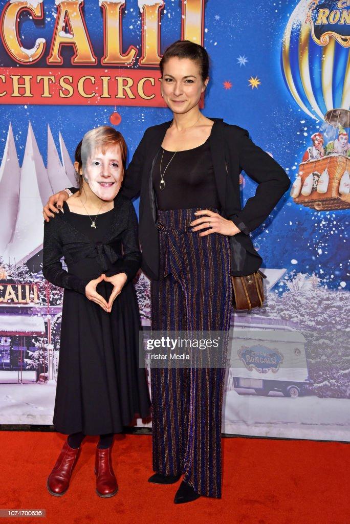 15th Roncalli Christmas Circus Premiere : Nachrichtenfoto