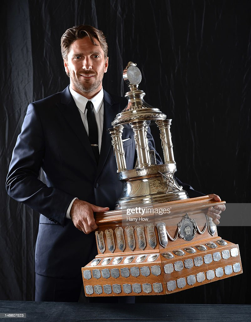 Henrik Lundqvist of the New York Rangers poses after winning the Vezina Trophy during the 2012 NHL Awards at the Encore Theater at the Wynn Las Vegas on June 20, 2012 in Las Vegas, Nevada.