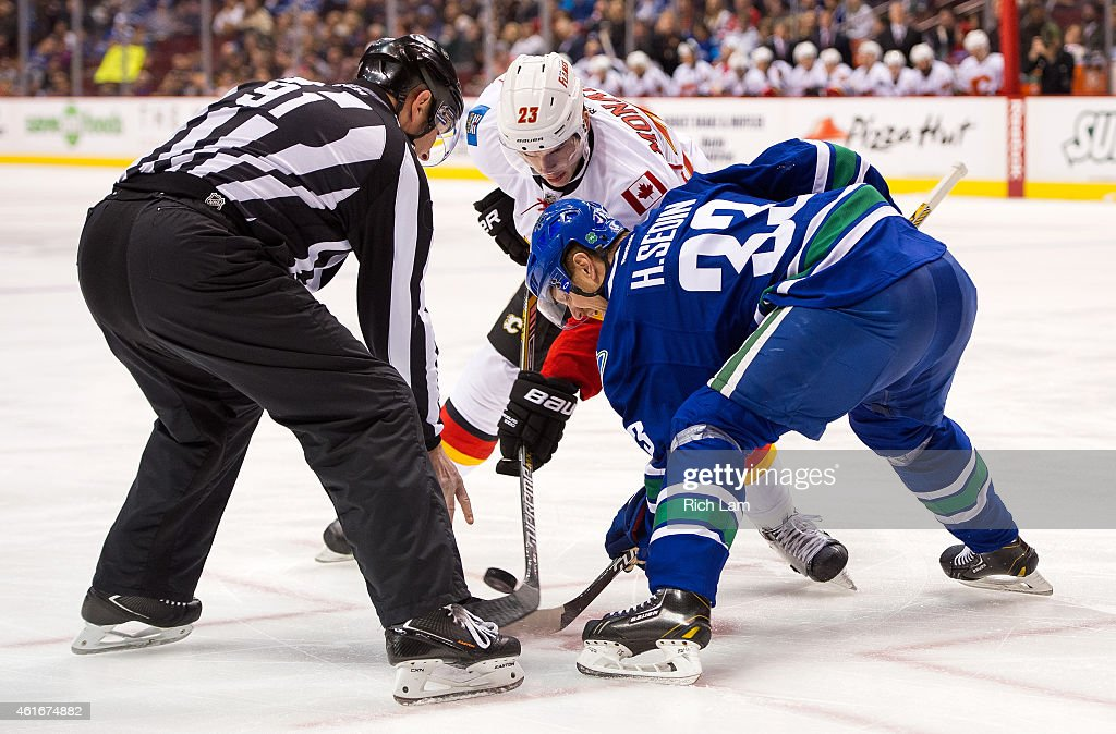 Calgary Flames v Vancouver Canucks : News Photo