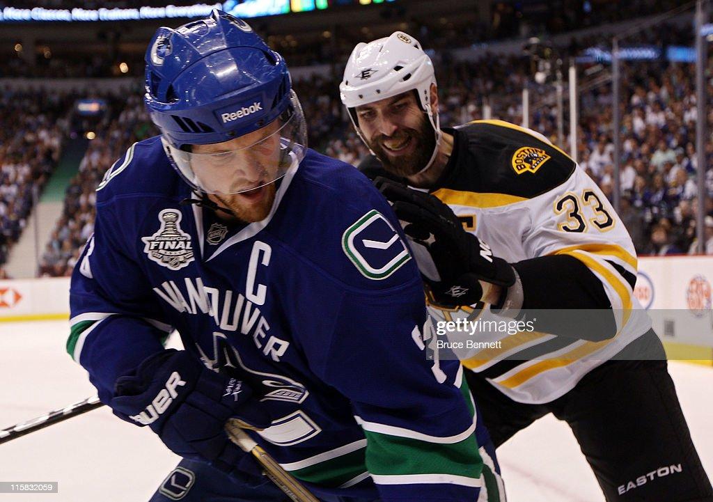Boston Bruins v Vancouver Canucks - Game Five : News Photo