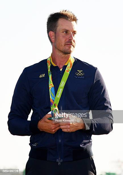 Henrik Stenson of Sweden celebrates with the silver medal after the final round of men's golf on Day 9 of the Rio 2016 Olympic Games at the Olympic...