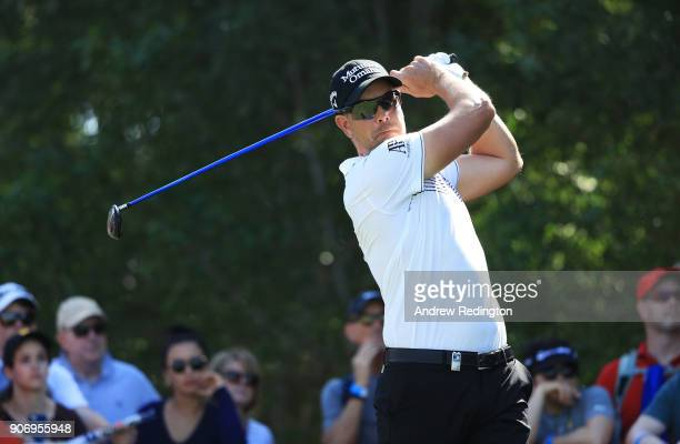 Henrik Stenson of Sweden plays his shot from the fifth tee during round two of the Abu Dhabi HSBC Golf Championship at Abu Dhabi Golf Club on January...