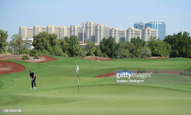 Henrik Stenson of Sweden putts on the 8th green during day one of the DP World Tour Championship at Jumeirah Golf Estates on November 15, 2018 in...