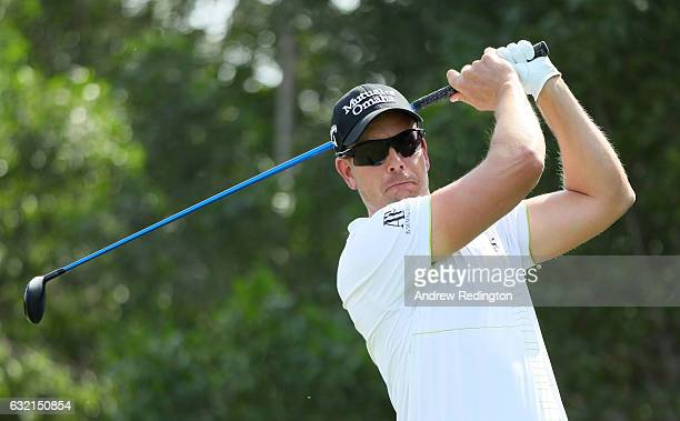 Henrik Stenson of Sweden tees off on the 5th hole during the second round of the Abu Dhabi HSBC Championship at the Abu Dhabi Golf Club on January 20...