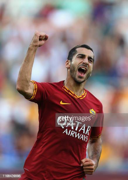 Henrikh Mikhitaryan of AS Roma celebrates after scoring the team's third goal during the Serie A match between AS Roma and US Sassuolo at Stadio...