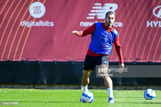 Henrikh Mkhitaryan in action during a training session at Centro Sportivo Fulvio Bernardini on October 15, 2021 in Rome, Italy.