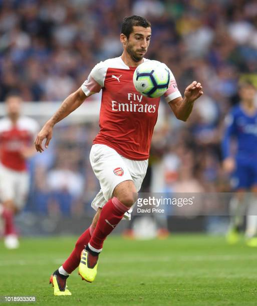 Henrikh Mkhitaryan of Arsenal controls the ball during the Premier League match between Chelsea FC and Arsenal FC at Stamford Bridge on August 18...