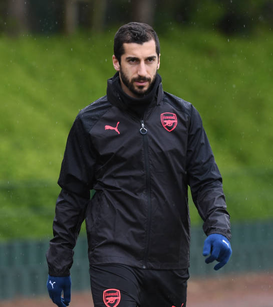 https://media.gettyimages.com/photos/henrikh-mkhitaryan-of-arsenal-during-a-training-session-at-london-on-picture-id953736278?k=6&m=953736278&s=612x612&w=0&h=r9aXmVPv2KKkGB5iR2W1fENGju_PfVrf4YnDESCB1Dw=