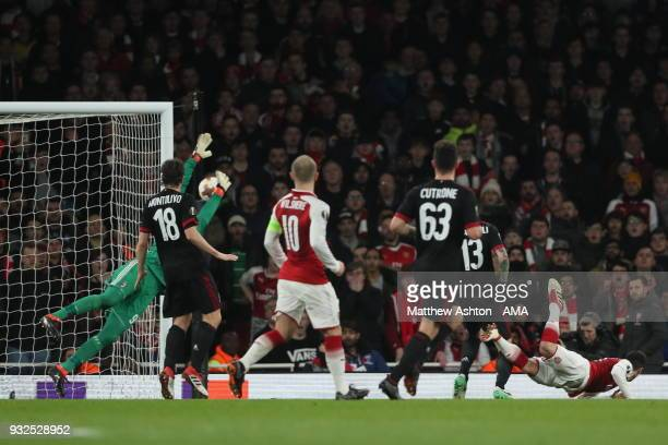 Henrikh Mkhitaryan of Arsenal heads towards goal during the UEFA Europa League Round of 16 Second Leg match between Arsenal and AC Milan at Emirates...