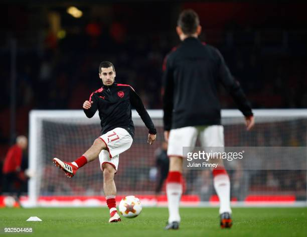 Henrikh Mkhitaryan of Arsenal warms up for the UEFA Europa League Round of 16 Second Leg match between Arsenal and AC Milan at Emirates Stadium on...