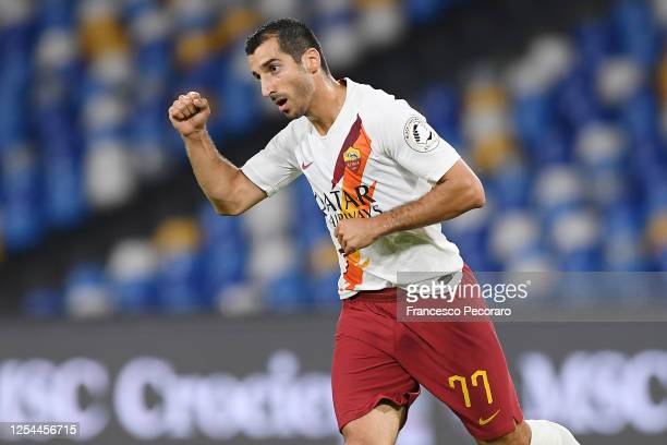 Henrikh Mkhitaryan of AS Roma celebrates after scoring the 1-1 goal during the Serie A match between SSC Napoli and AS Roma at Stadio San Paolo on...