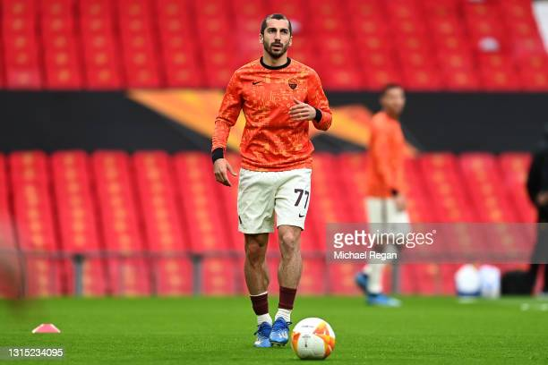 Henrikh Mkhitaryan of Roma warms up prior to the UEFA Europa League Semi-final First Leg match between Manchester United and AS Roma at Old Trafford...