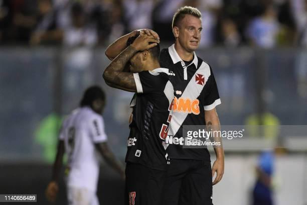 Henrique and Maxi Lopez of Vasco da Gama react during a match between Vasco da Gama and Atletico Mineiro as part of Brasileirao Series A 2019 at Sao...