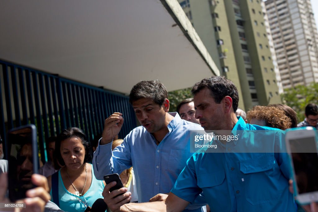 Miranda State Governor Candidate Oscariz and Governor Capriles Tour A Neighborhood Amid Polling Station Controversy