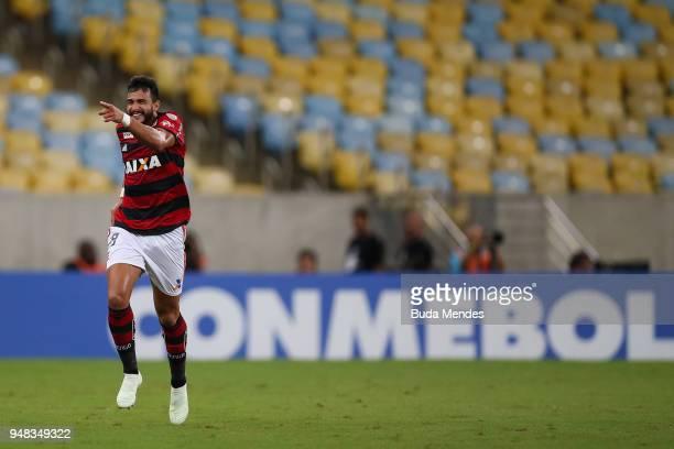 Henrique Dourado of Flamengo celebrates a scored goal against Santa Fe during a match between Flamengo and Santa Fe as part of Copa CONMEBOL...