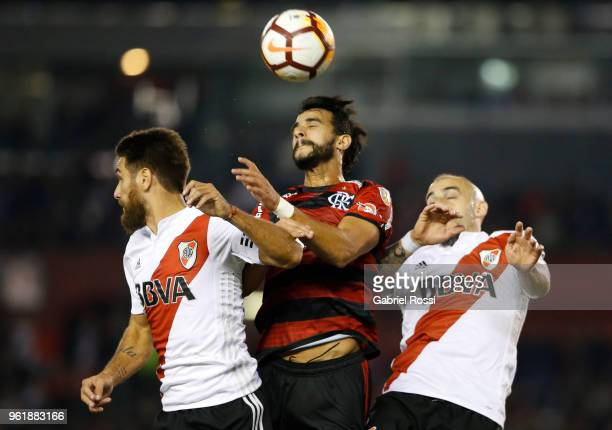 Henrique Dourado of Flamengo goes for a header with Leonardo Daniel Ponzio of River Plate during a match between River Plate and Flamengo as part of...