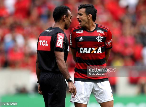 Henrique Dourado of Flamengo reacts with the referee during a match between Flamengo and Cruzeiro as part of Brasileirao Series A 2018 at Maracana...