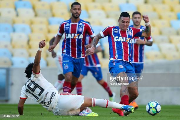 Henrique Dourado of Flamengo struggles for the ball with Mena of Bahia during a match between Flamengo and Bahia as part of Brasileirao Series A 2018...