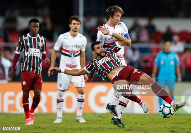 Henrique Dourado of Fluminense and Lugano of Sao Paulo in action during the match between Sao Paulo and Fluminense for the Brasileirao Series A 2017...