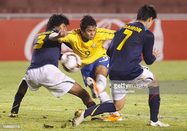 Henrique shoots on goal against Brazil Brand Jhon Narvaez and Fernando Gaibor in Ecuador during a match as part of the South American Under20 between...
