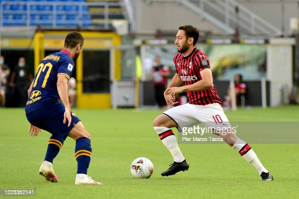 Henrix Hamleti Mkhitaryan of AS Roma competes for the ball with Hakan Calhanoglu of AC Milan during the Serie A match between AC Milan and AS Roma at...