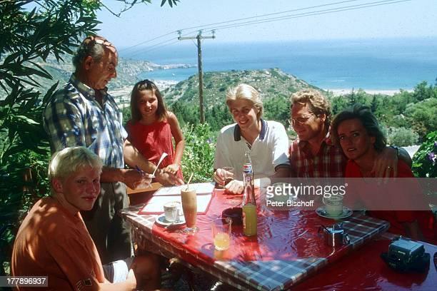 Henry Arland Freundin Silke Wernicke Maxi Arland Tochter Victoria Kellner Sohn Hansi Arland RestaurantBesuch Insel Rhodos OstÄgäis Griechenland...