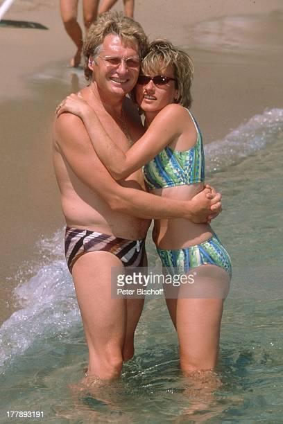 Henry Arland Freundin Silke Wernicke Urlaub auf Insel Rhodos OstÄgäis Griechenland Europa Mittelmeer umarmen baden Sonnenbrille Bikini Badehose...