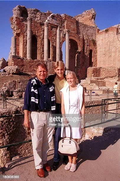 "Henry Arland, Sohn Maxi Arland, Verlobte und Lebensgefährtin Andrea Klappert, , Verlobungsreise während ""Die große Kreuzfahrt der Volksmusik"",..."